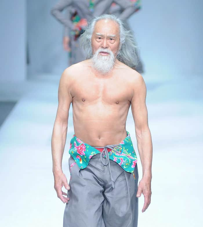 000080-Year-Old-Grandpa-Tries-Modeling-For-The-First-Time-And-Totally-Slays-His-Runway-Debut-581df6a348b0b__700