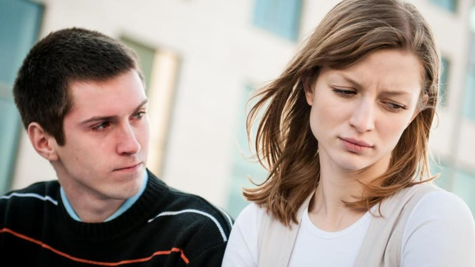 000man looking at woman who looks away from him