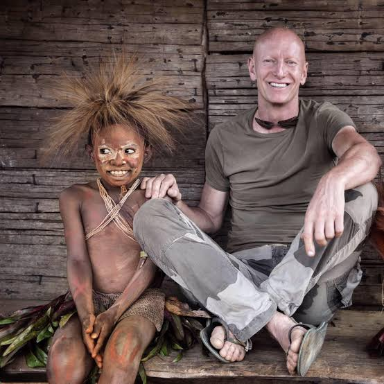 Jimmy Nelson with a person from Papua New Guinea